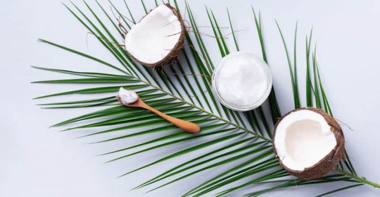 L'huile de coco : Faut-il la bannir de votre routine soin du visage ?
