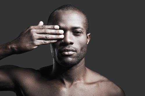 Dans cet article de notre rubrique spécialebeauté des hommes, nous vous faisons découvrir les soins essentiels à adopter pour mieux vous occuper de votre peau.