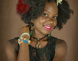 Femme afro checeux crépus